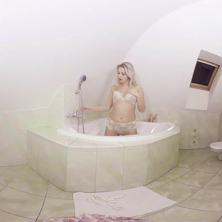 Nikky Dream In The Shower