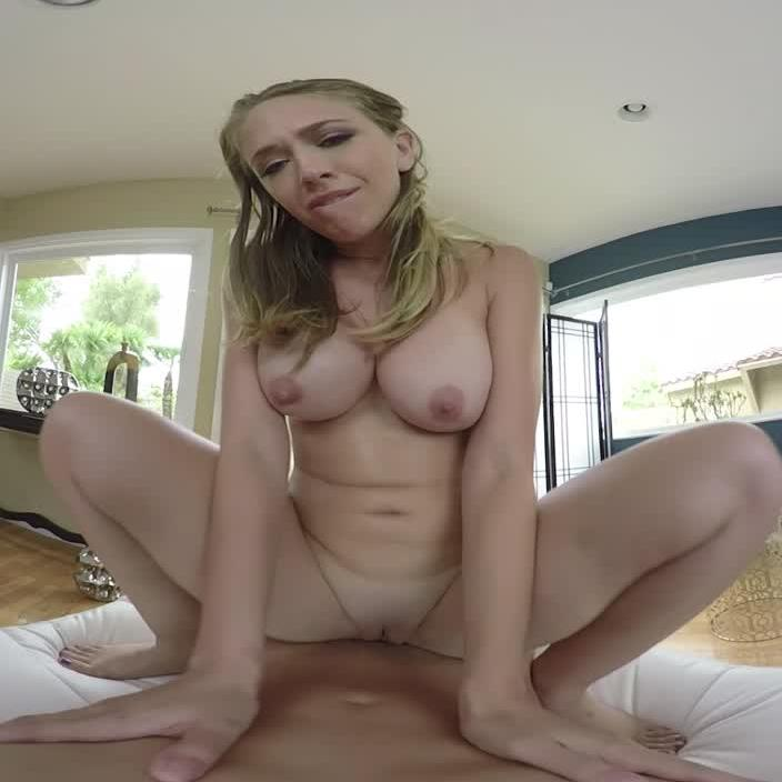 Giving Her A VR Orgasm